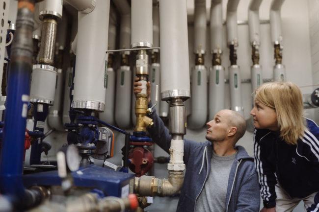 Nykyisissä lämmitysjärjestelmissä automaatiolla on yhä isompi rooli. Sen avulla järjestelmät toimivat energiatehokkaasti ja ilman jatkuvaa ihmisen säätötarvetta.