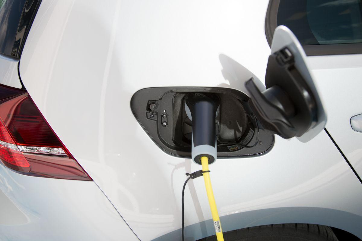 Sähköauton lataus taloyhtiöissä -webinaari 27.4.
